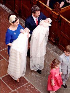 H.K.H. Prinsesse Josephines dåbskjole har tilhørt Dronning Ingrid og blev fundet af H. M. Dronningen på Amalienborg under en gennemgang af genstande, som havde været gemt væk siden Dronning Ingrids død. Kronprinsessen bærer Prinsesse Josephine.