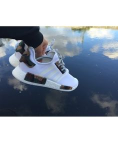 Adidas NMD White Camo Green Brown Shoes This shoe has a lot of types. To let you choose, welcome your choice! Milan Fashion Weeks, New York Fashion, Paris Fashion, Runway Fashion, Fashion Trends, Nike Air Shoes, Adidas Shoes, Sneakers Nike, Adidas Nmd R1