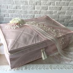 Muslim Prayer Rug, Sewing Sleeves, Quran Pak, Baby Knitting Patterns, Vanity Bench, Ottoman, Gift Wrapping, Diy, Pillows