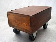 crate on wheels with hinged top
