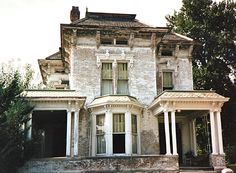 Doyle-Mounce house, built in 1880 Italianate/ Second Empire style located in Hannibal Missouri. This Photo taken prior to being cleaned up. Old Abandoned Buildings, Abandoned Property, Abandoned Castles, Abandoned Mansions, Old Buildings, Abandoned Places, Beautiful Architecture, Beautiful Buildings, Architecture Details