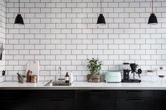Mint green sofa in a light home Bauhaus Interior, Interior Modern, Interior Design, White Tile Backsplash, Kitchen Wall Tiles, Kitchen Interior, Kitchen Decor, Kitchen Design, Home Design