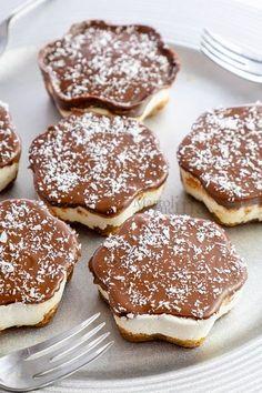 Cheesecake velocissima cocco e nutella Kitchen Aid Recipes, Bakery Recipes, Dessert Recipes, Nutella, Delicious Desserts, Yummy Food, Tapas, Junk Food, Cheesecake Cake