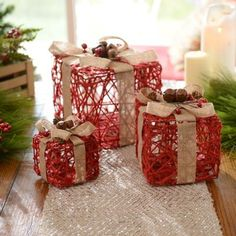 Decorate the area around your Christmas tree with this decorative set of Rustic Red Linen Cord Gift Boxes! With three different size boxes, burlap bows and jingle bells, these gifts are a unique way to decorate your living room. Christmas Boxes Decoration, Gingerbread Christmas Decor, Cool Christmas Trees, Christmas Crafts For Kids, Christmas Gifts For Grandma, Diy Christmas Gifts, Christmas Ornaments, Diy Luminaire, Dollar Store Christmas