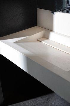Lavabo monolite con sistema scarico a scomparsa