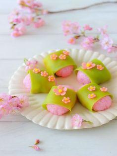 日本人のおやつ♫(^ω^) Japanese Sweets 伝統の和菓子 (10) Cherry blossom wagashi   Japanese food   Pinterest