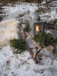 christmas sled and lantern Primitive Christmas, Country Christmas, Outdoor Christmas, Winter Christmas, Christmas Home, Vintage Christmas, Nordic Christmas, Deco Table Noel, Winter Garden