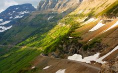 Montana's stately Going-to-the-Sun Road was built in the 1920s (completed in 1932) to encourage travelers to explore national parks in America. This magnificent 50-mile stretch of paved road takes road trippers across Montana's Glacier National Park, rising up between deep-blue alpine lakes, showing off breathtaking vistas of the beautiful Montana countryside.