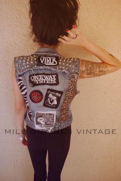 ¡Rompe tu chamarra de mezclilla y obtén una nueva prenda! Punk Fashion, Denim Fashion, Style Rock, My Style, Denim Vests, Rocker Look, Punk Jackets, Battle Jacket, Do It Yourself Fashion