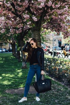 Mango Jeans, Girl Boss, Mom Jeans, Fashion Looks, Style Inspiration, Hair, Pants, Jackets, Outfits
