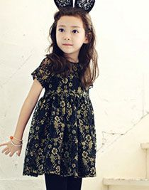 La Petite Princesse de Annika has returned for this Fall 2014. Again many gold and glitter pieces.