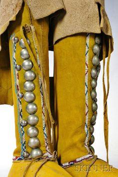Мокасины девушки с высоким верхом. Южные Равнины. Последняя четверть 19 века. Немецкие серебряные кончо.