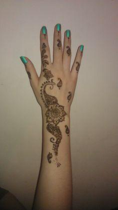 Lizzie's henna design.