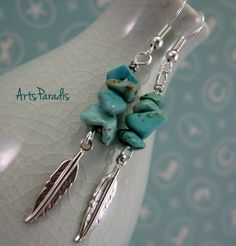 Southwestern Turquoise Natural Stone Chip and Feather Charm Dangle Earrings by A… - DIY Schmuck Crystal Jewelry, Wire Jewelry, Boho Jewelry, Jewelry Crafts, Beaded Jewelry, Jewelery, Fashion Jewelry, Diy Schmuck, Schmuck Design