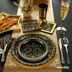 Roaring Happy New Year Party Eve Tableware Balloons Decorations Black /& Gold