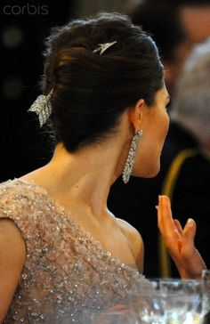 Diamond Arrow brooch, belonging to the Swedish Royal family. Here worn as a hair ornament by Crown princess Victoria