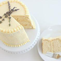 Triple Lemon Cake w/ Lemon Pastry Cream & Lemon Cream Cheese Frosting Lemon Desserts, Lemon Recipes, Just Desserts, Sweet Recipes, Baking Recipes, Cake Recipes, Dessert Recipes, Lemon Cakes, Coconut Cakes