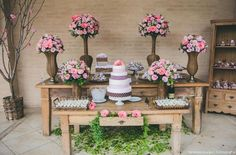 61 Super Ideas For Vintage Wedding Cake Table Ideas Inspiration Vintage Wedding Cake Table, Diy Wedding Cake, Wedding Cakes With Flowers, Wedding Decorations, Table Decorations, Cake Flowers, Diy Flowers, Rustic Table, Deco Table