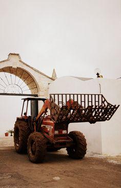 Italian tractor Fiat DT 80-66 ready to work. Puglia, Italy | Photo: © Michele Miccoli