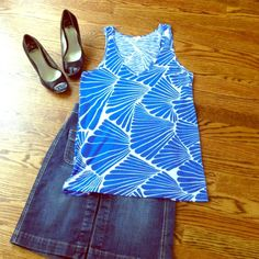 J. Crew Tank sz Small J. Crew Tank sz Small in Excellent Used Condition. Cute all over print is on trend! Style with a pair of summer colored crops or denim skirt. Make an Offer! J. Crew Tops Tank Tops
