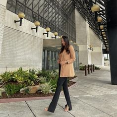 """Fatima Aqil Lifestyle Blogger on Instagram: """"Split hem pants are my new obsession 🙃 both the blazer & pants are @zara paired with my favorite top from @express body contour collection…"""" How To Hem Pants, Body Contouring, Blogger Style, Zara, Blazer, Lifestyle, Top, Collection, Instagram"""