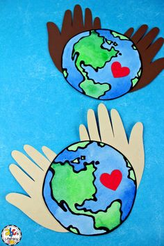 Earth Day Hand Print Craft Are you looking for a fun project that will . - Earth Day Hand Print Craft Are you looking for a fun project that your students can do on Earth Day - Earth Day Projects, Spring Art Projects, Spring Crafts, Projects For Kids, Holiday Crafts, Garden Projects, Kindergarten Crafts, Preschool Crafts, Crafts For Kids