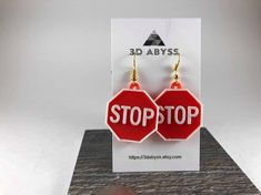 Cute Mini Stop Sign earrings are sure to stop the heart of any man approaching!And let them know you mean business!This is apart of our street sign collection! Weird Jewelry, Funky Jewelry, Cute Jewelry, Jewelry Crafts, Jewelry Accessories, Fashion Accessories, Funky Earrings, Diy Earrings, Dangly Earrings