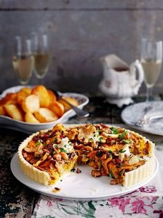 Perfect for the holidays - Jamie Oliver Vegan mushroom, chestnut & cranberry tart Vegetable Recipes, Vegetarian Recipes, Cooking Recipes, Vegetarian Christmas Recipes, Mushroom Recipes, Delicious Recipes, Delicious Magazine Recipes, Vegetarian Tart, Vegetable Tart
