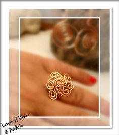 Anello realizzato con filo di alluminio smaltato color rame. Artigianato italiano, handmade in italy