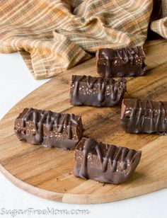 Low Carb Chocolate Fudge Protein Bars (Nut Free) - These delicious Chocolate Fudge Protein Bars are a no bake recipe that's low carb, sugar free, gluten free and nut free as well! Perfect for a healthy, grab-n-go snack and packing in lunchboxes! Chocolate Protein Bars, Low Carb Protein Bars, Protein Bar Recipes, Low Carb Chocolate, Chocolate Fudge, Keto Recipes, Delicious Chocolate, Protein Foods, Protein Cake