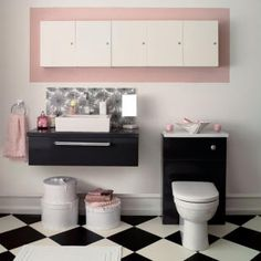 Black & white bathroom with pink accents.