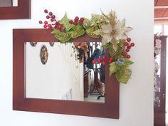 como decorar guirnaldas navideñas con malla Christmas Themes, Christmas Decorations, Aesthetic Rooms, Blue Ridge, Origami, Ornaments, Mirror, Ideas Bonitas, Frame