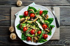 Fettarmer Apfel-Quark-Auflauf für bewusste Genießer This avocado salad brings a breath of fresh air into your salad kitchen – and at just 324 calories. Healthy Salads, Healthy Nutrition, Nutrition Tips, Healthy Recipes, Paleo Diet, Holistic Nutrition, Eat Healthy, Healthy Habits, Keto