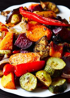 Scrumptious Roasted Vegetables – The best oven roasted vegetables ever! Made qui… Scrumptious Roasted Vegetables – The best oven roasted vegetables ever! Made quickly and effortlessly. Every vegetable is cooked to perfection. Cooked Vegetable Recipes, Vegetable Korma Recipe, Spiral Vegetable Recipes, Vegetable Casserole, Vegetable Side Dishes, Veggie Recipes, Healthy Recipes, Vegetable Samosa, Vegetable Bake