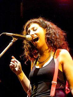 """este sábado canciones des-nu-di-tas :O : pic x [b]Paul Gonzalez[/b] ( <A HREF=""""http://www.flickr.com/paul_gonzalez"""" TARGET=_top>http://www.flickr.com/paul_gonzalez</A> )  <BR> <BR> <BR>[i] <BR>ya casi viene el fin de semana... <BR>con música, familia y amigos denuevo <BR> <BR>los ojos se me llenan de alegría y las manos de ansiedad y euforia... en la noche de brujas de Junio sale yunta deforme con mostros am..."""