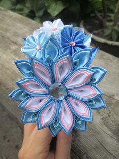 Kanzashi Flower Flower Headband blue por RibbonAndCrystals en Etsy