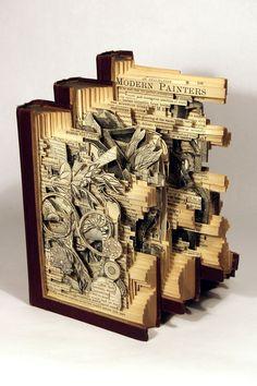 Brian Dettmer es conocido por sus esculturas detalladas e innovadoras con los libros y otros medios de comunicación anticuados.