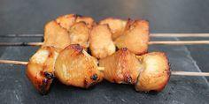 Saftige kyllingespyd med en fantastisk honningmarinade. Mums, den opskrift er en genganger herhjemme - både til hverdag og fest. Tapas, Picnic, Pork, Food And Drink, Chicken, Velvet, Kale Stir Fry, Picnics, Pork Chops