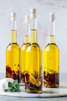 Garlic Infused Olive Oil, Flavored Olive Oil, Garlic Oil, Infused Oils, Flavored Oils, Edible Christmas Gifts, Edible Gifts, Christmas Decor, Xmas