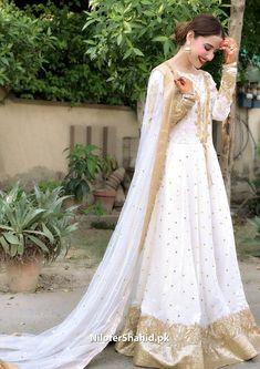 Asian Wedding Dress Pakistani, Pakistani Fashion Party Wear, Pakistani Formal Dresses, Pakistani Dress Design, Indian Dresses, Dress Brokat Muslim, Nikkah Dress, Stylish Dress Designs, Designs For Dresses