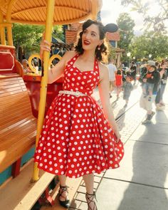 Minnie Disneybound, Fashion Plates, Old Hollywood, Style Me, Pin Up, That Look, Cute Outfits, Vintage Fashion, Lady