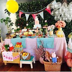 Festa muito fofa com tema Peppa Pig! Decoração linda por @fresafestas  #kikidsparty