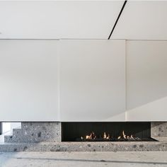 The hottest of fireplaces.. what a set up 🔥 Fire @bosmanshaarden Architect @pascalfrancoisarchitectsbvba Photography @cafeine