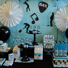 Decora el fondo de la mesa de la fiesta rock con siluetas / Decorate the backdrop of the sweet table with silhouettes