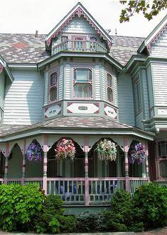 Creatini Real Estate: American Houses - VICTORIAN -