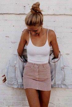 Street style look com body branco e saia rosa. - - Street style look com body branco e saia rosa. Look Fashion, Skirt Fashion, Womens Fashion, Fashion Trends, Fashion Ideas, 90s Fashion, Feminine Fashion, Fashion Styles, Fashion Dresses