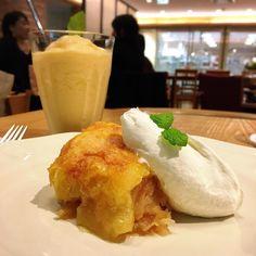 ついつい食べたくなってしまうアフタヌーンティールームのアップルパイ 今日も美味しいなぁ   #スイーツ #デザート #dessert #カフェ巡り  #sweets #ケーキ #cake #カフェ #café #cafe #アフタヌーンティールーム #京橋 #アップルパイ #applepie #京阪モール #afternoontea #リンゴ #pie #apple #林檎