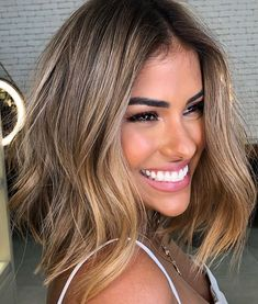 Just tap here and discover the Most Edgy & Latest Ideas of Blonde Haircuts for Medium Length Hair. Because these are the Most Brilliant and Perfect Hair Solutions for every young and teenage girls. So must wear it and get the fabulous look in the year of Haircuts For Medium Length Hair, Medium Length Blonde, Medium Hair Styles, Curly Hair Styles, Haircuts For Girls, Blonde Haircuts, Hair Color And Cut, Balayage Hair, Balayage Brunette