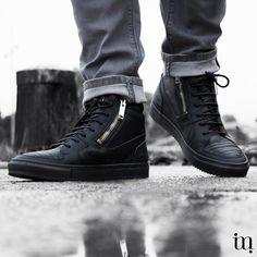 Kun je ooit genoeg sneakers hebben? Deze halfhoge heren sneakers van Antony Morato zijn volledig van leer, dus een perfecte schoen voor deze tijd van het jaar! @maradgo_mode