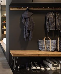 Un mini appartement aux couleurs scandinaves Black Hallway, Entry Hallway, Foyer, Entryway Bench, Garage Storage, Bag Storage, Towel Storage, Entrance Ways, House Entrance